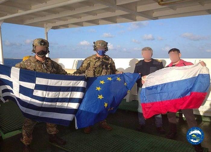 Снимки высадки НАТОвцев на российский корабль «Адлер» обсуждают в соцсетях