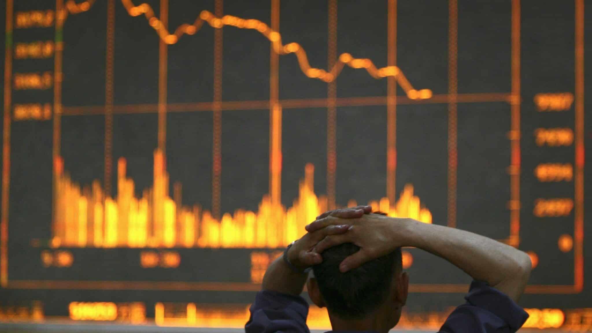 Цена биткоина упала ниже $32 тысяч