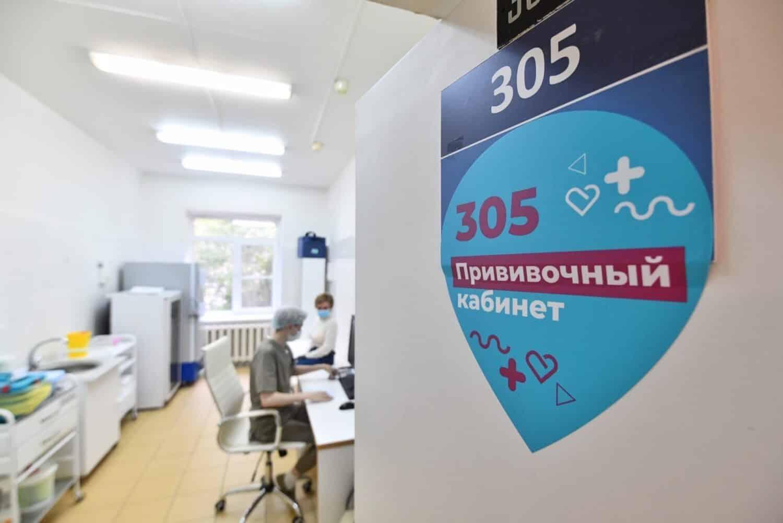 Москвичам, привитым от коронавируса, разблокируют социальные карты