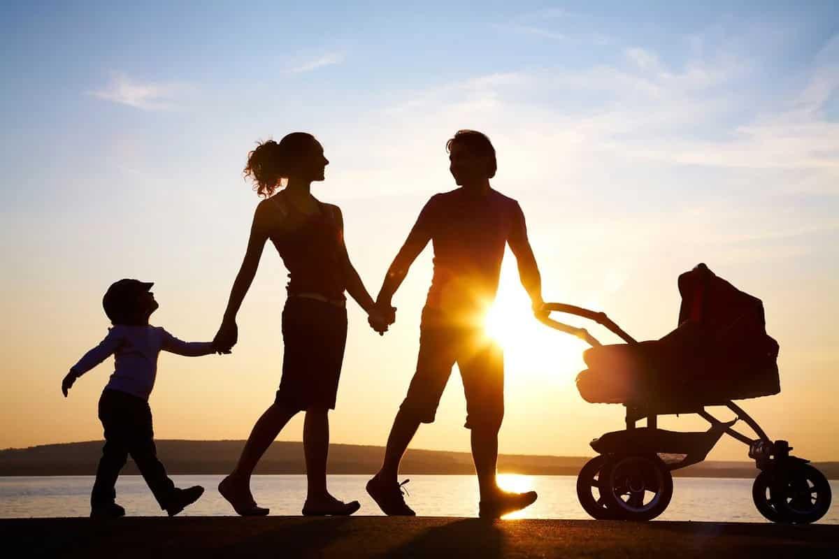 О новых мерах поддержки семей с детьми в 2021 году рассказали в Минтруда