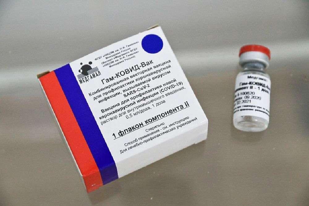 Что делать заболевшим после первой прививки от коронавируса рассказали врачи