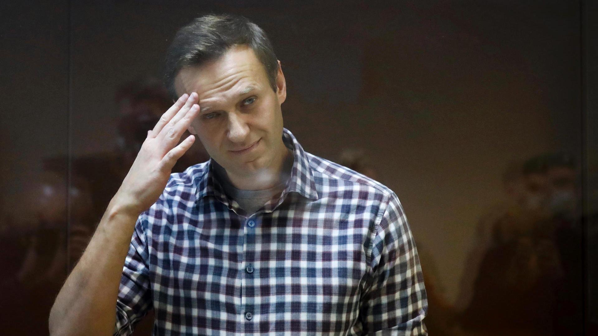 Ложь Навального: государство потратило на расследование дела блогера больше денег, чем получает ветеран Артеменко