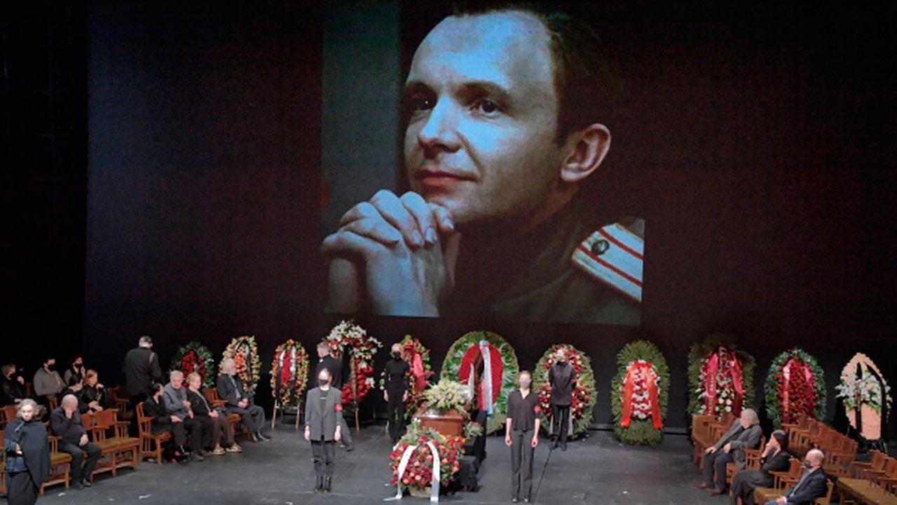 Похороны Андрея Мягкова прошли без вдовы