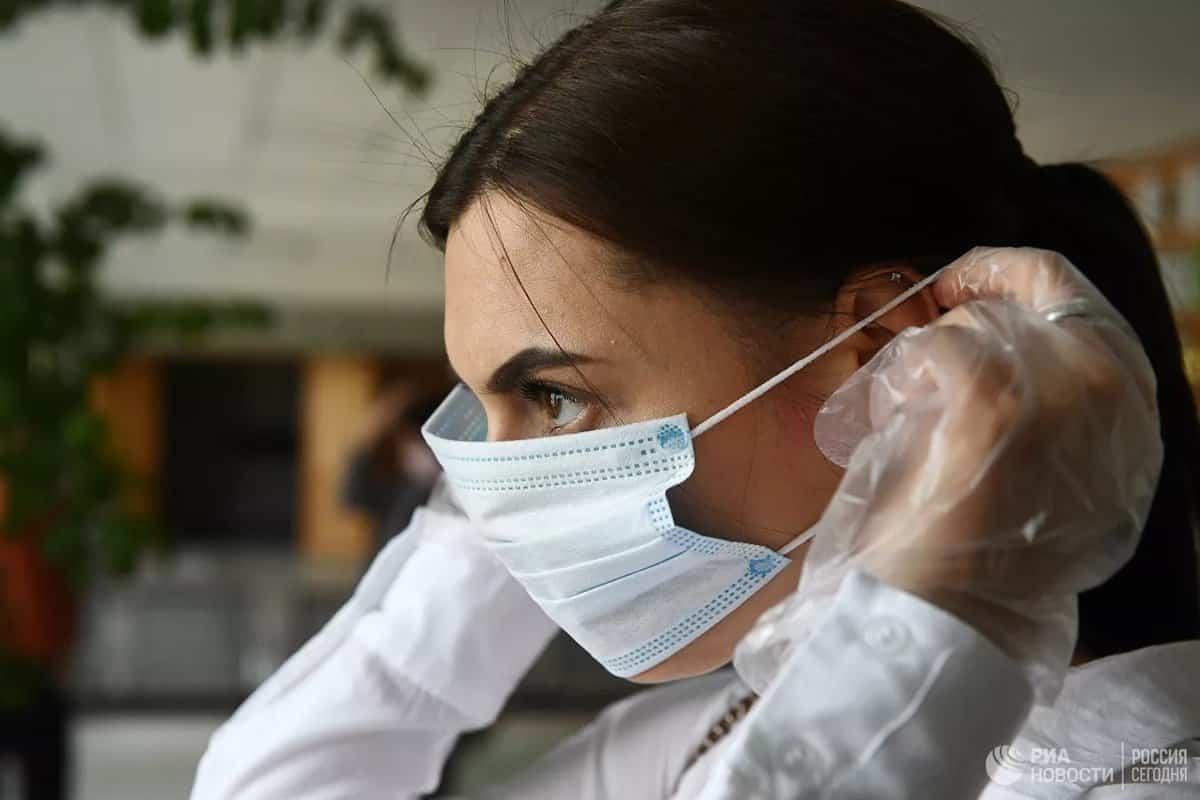 О возможных сроках отмены масочного режима в России рассказал иммунолог
