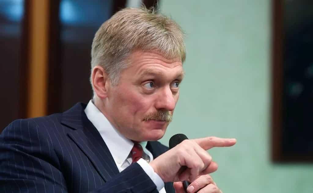 Путин объявит, когда сделает прививку от коронавируса, заявили в Кремле