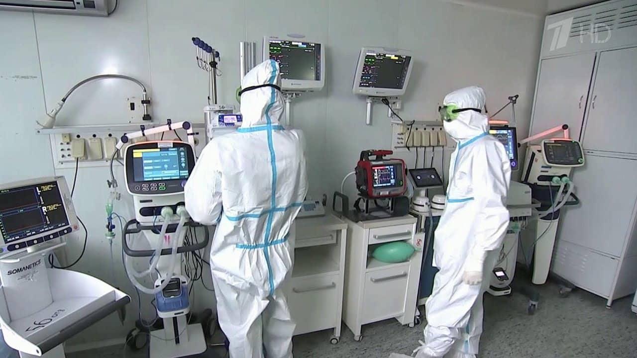 Военным медикам доплатят за работу с коронавирусом
