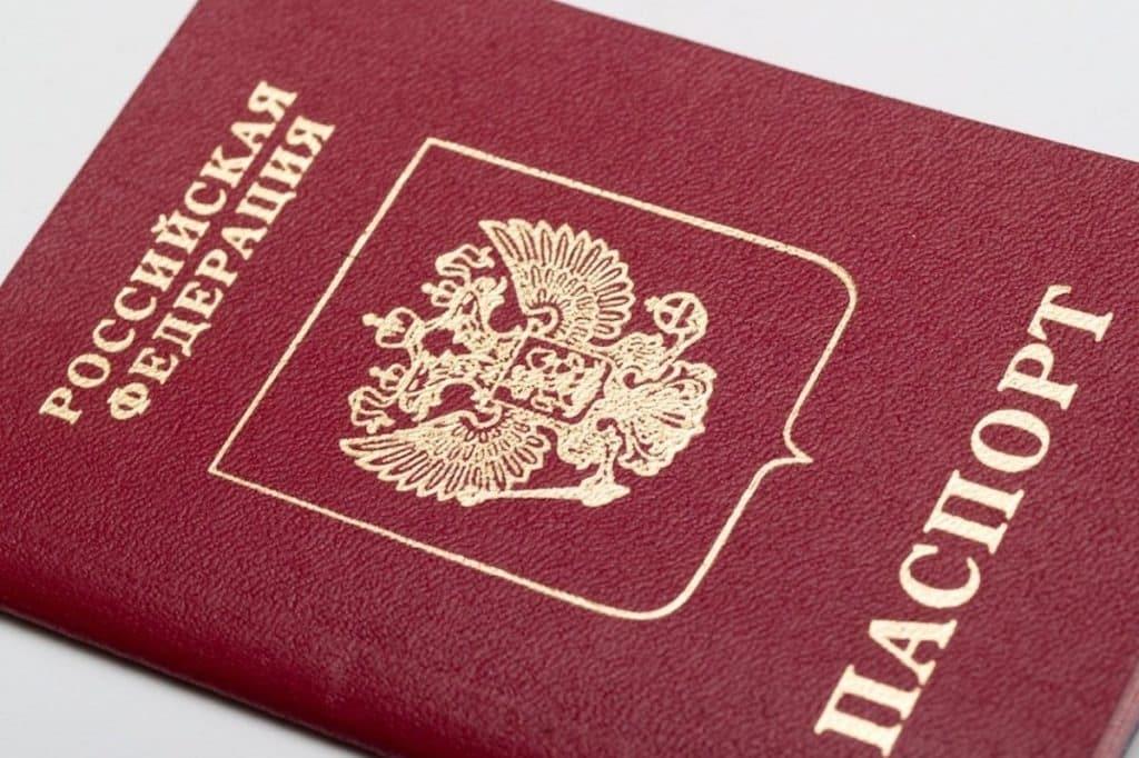 Водительские права в России могут уравнять с паспортом