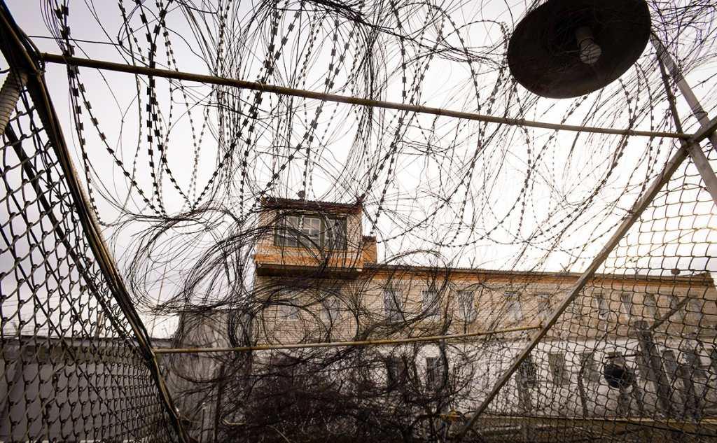 Новый закон о блокировке сотовой связи в тюрьме подписал президент России