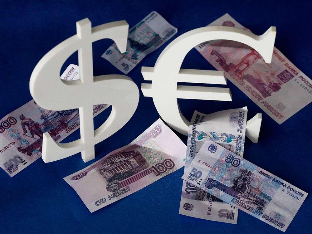 Рубль может резко укрепить позиции в апреле 2021 года, считает аналитик