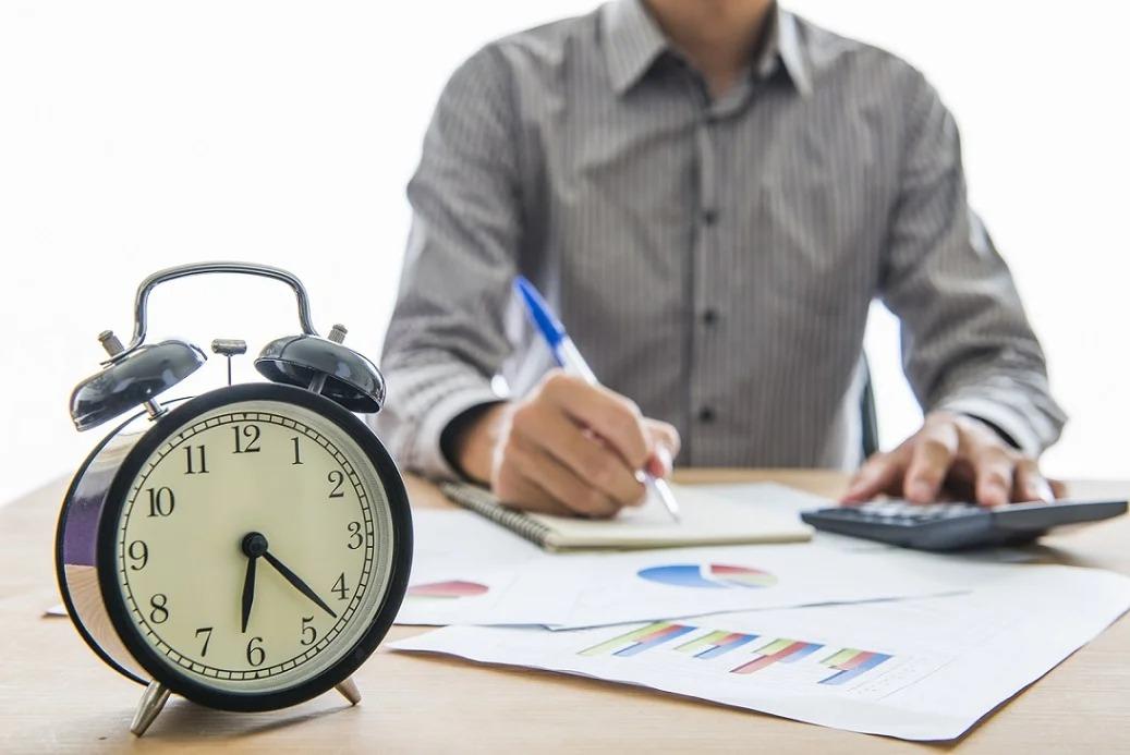 Правила предоставления дополнительных дней отпуска при ненормированном графике разъяснили в Минтруде