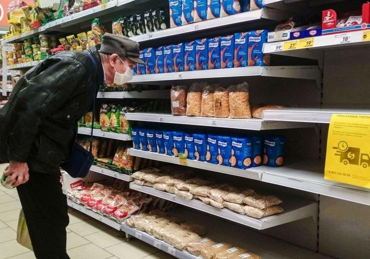 ФАС опровергла слухи, что в России исчезает из магазинов и дорожает сахар